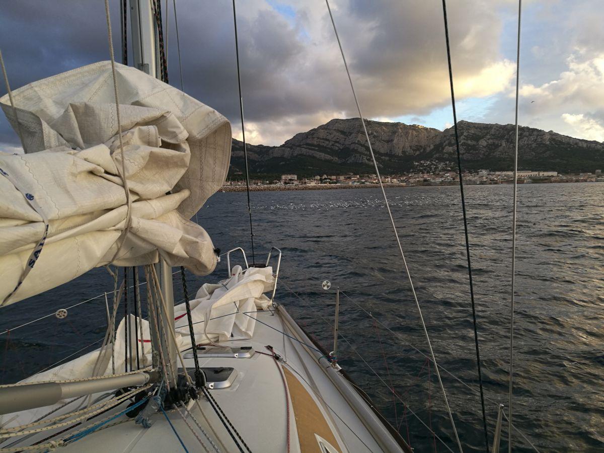 photo ATSCAF Voile - Sortie voilier dans la rade de Marseille